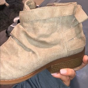 Shoes - Beige booties